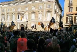 Katalāņu demonstrācija pie Ģeneralitātes ēkas
