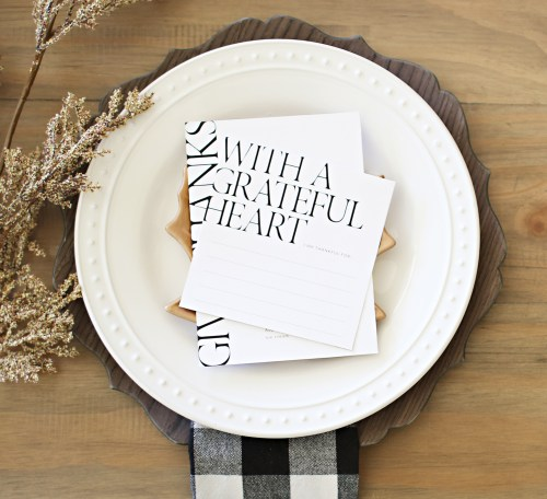 Gold Thanksgiving tablescape accent and free printables #ThanksgivingTablescape #DIYThanksgivingDecorations #ThanksgivingDecorIdeas #DIYGoldGuilding #GoldThanksgivingTableSetting