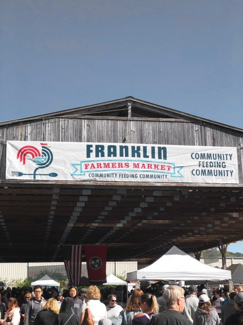 Saturdays at Franklin Farmers Market. A beautiful part of the town where farmers and makers gather to sell their goods. It's one of my favorite weekly traditions and I am sharing a peek into the experience. Catch it all on Haus of Layne! #FranklinTennessee #ThingsToDoInFranklinTennessee #FranklinFarmersMarket #NashvilleTennessee #ThingsToDoInNashville #FarmToTable #OrganicFoods #Farm #FreshFood #HealthyLiving #HealthyLifestyle