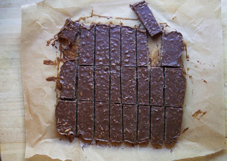 Coconut No Bake Almond Joy Bars | The Foodie Dietitian @karalydon