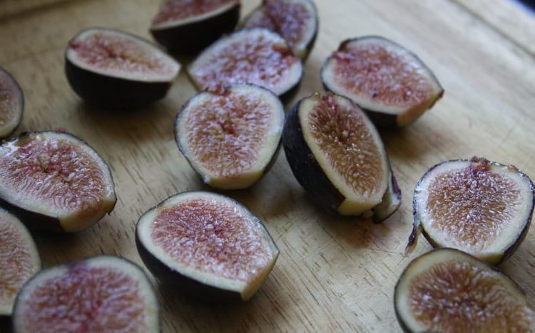 Chia Pudding with Maple-Roasted Figs & Toasted Walnuts | The Foodie Dietitian @karalydon