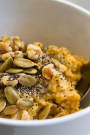 Pumpkin Pie Oatmeal: What The Foodie Dietitian Ate Wednesday #7 | The Foodie Dietitian Ate Wednesday @karalydon