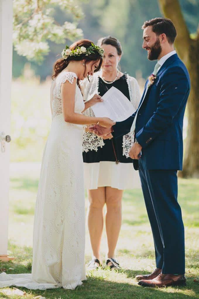 rustic-barn-wedding-in-western-new-york-10