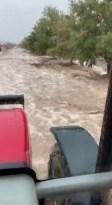 Karaman'da dağdan inen sel suları köyü dereye çevirdi