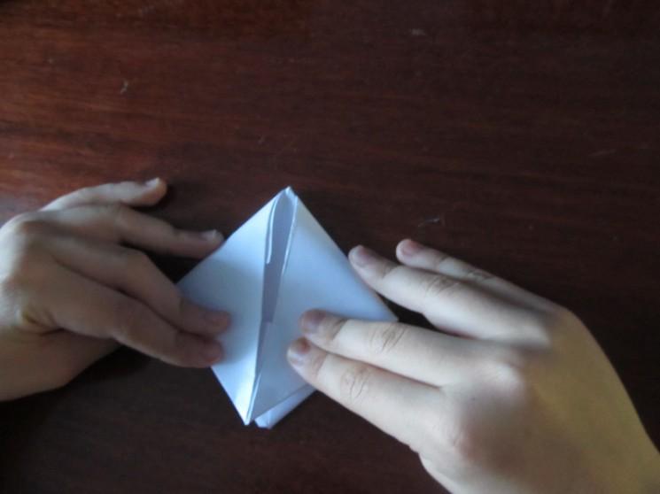 Как сделать кораблик из бумаги? Инструкция складывания бумажного кораблика своими руками этап 24