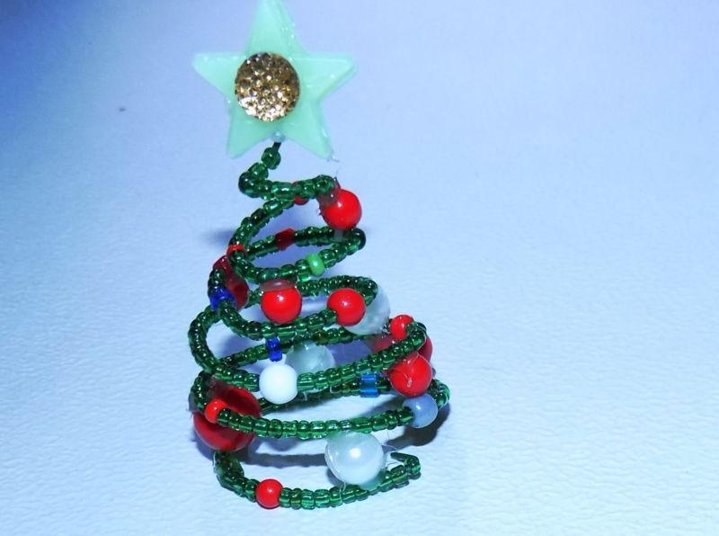 Árvore de Natal com as mãos para o ano novo e # 8212; Fotografia de Stock Ideias e Master Classes Stage 8