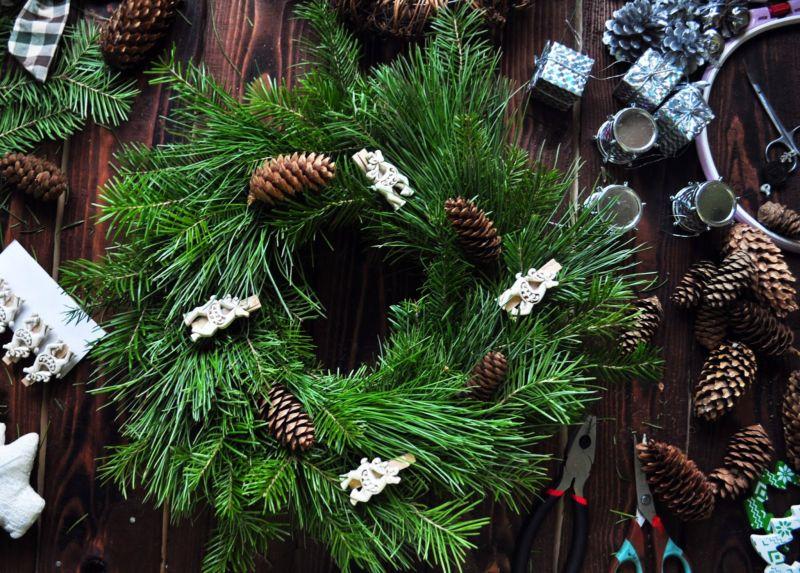 Жаңа жылдық гүл шоқтарын өзіңіз жасайды. Үй сахнасында гүл шоқтары үшін 12 шеберлік сабағы 38