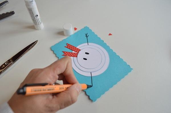 کارت پستال های سال نو آن را برای کودکان انجام می دهند: کلاسهای کارشناسی ارشد و قالب های کارت پستال برای سال جدید 2021 مرحله 10