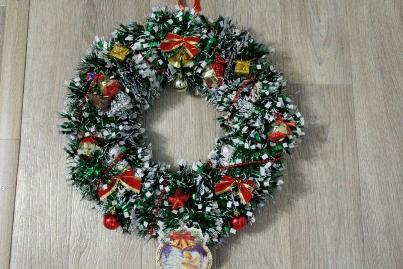 Жаңа жылдық гүл шоқтарын өзіңіз жасайды. 19-сатыдағы гүл шоқтарын өндіруге арналған 12 шеберлік сыныптары