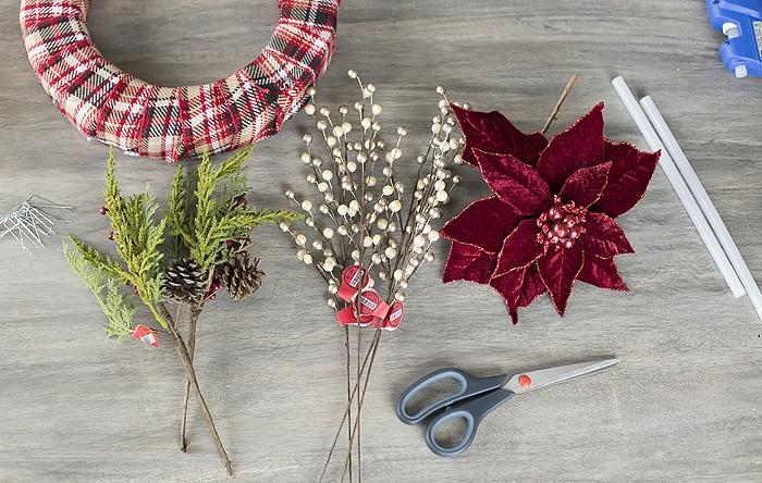 Жаңа жылдық гүл шоқтарын өзіңіз жасайды. Үйде гүл шоқтарын өндіруге арналған 12 шеберлік сабағы 27