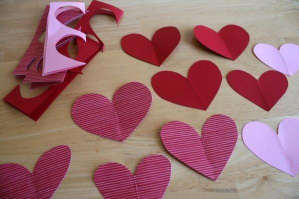 वेलेंटाइन दिवस के लिए DIY बच्चों के लिए अपने हाथों से: 14 फरवरी चरण 91 को शिल्प के सबसे सुंदर विचार