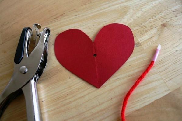 वेलेंटाइन डे के लिए DIY बच्चों के लिए अपने हाथों के साथ: 14 फरवरी चरण 92 को शिल्प के सबसे सुंदर विचार