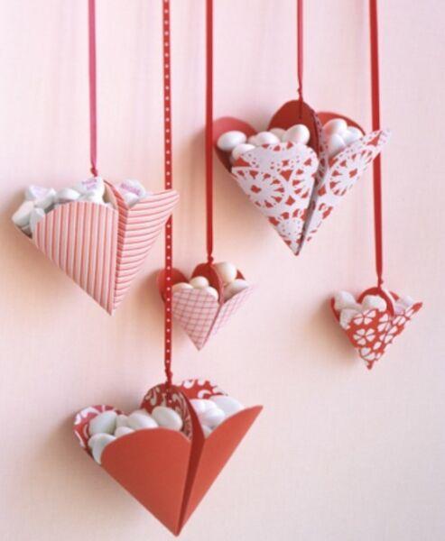 वेलेंटाइन दिवस के लिए DIY बच्चों के लिए अपने हाथों से: 14 फरवरी चरण 44 को शिल्प के सबसे सुंदर विचार