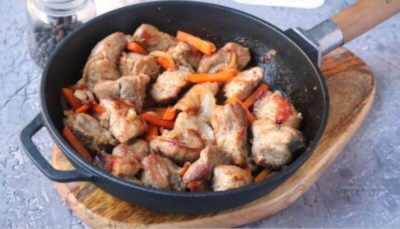 Carne de porco em uma frigideira: 9 Receitas simples e deliciosas Etapa 28