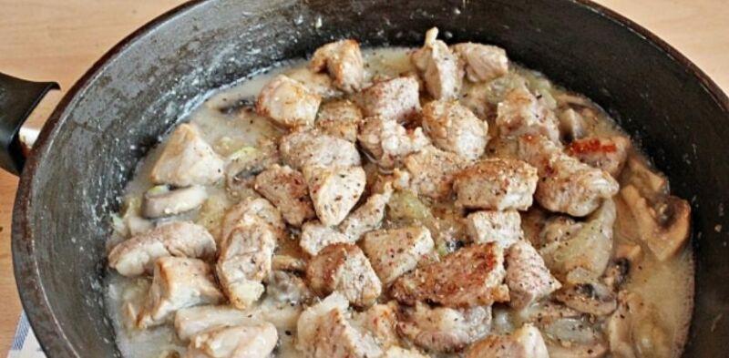 Carne de porco em uma frigideira: 9 Receitas simples e saborosa Estágio 17
