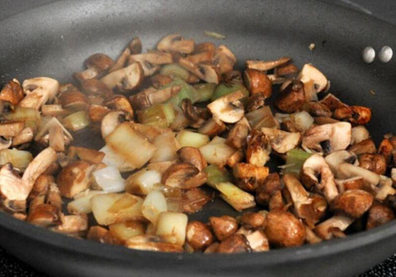 Carne de porco em uma frigideira: 9 Receitas simples e deliciosa Estágio 21