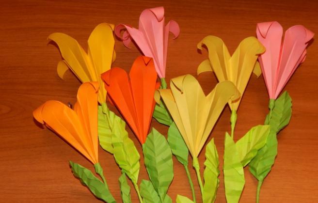 Paper Flowers & # 8212; Mga scheme at mga template para sa paglikha ng mga kulay ng papel na yugto 74.