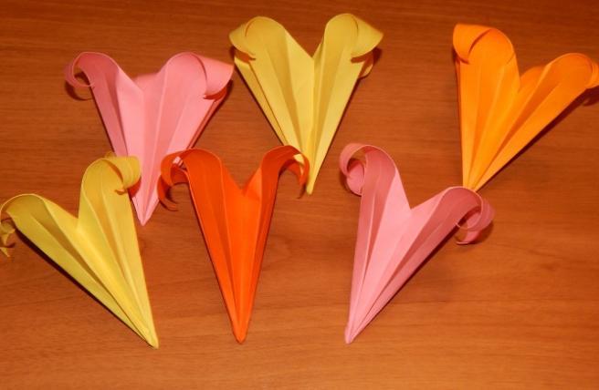 Paper Flowers & # 8212; Mga scheme at mga template para sa paglikha ng mga kulay ng papel 112.