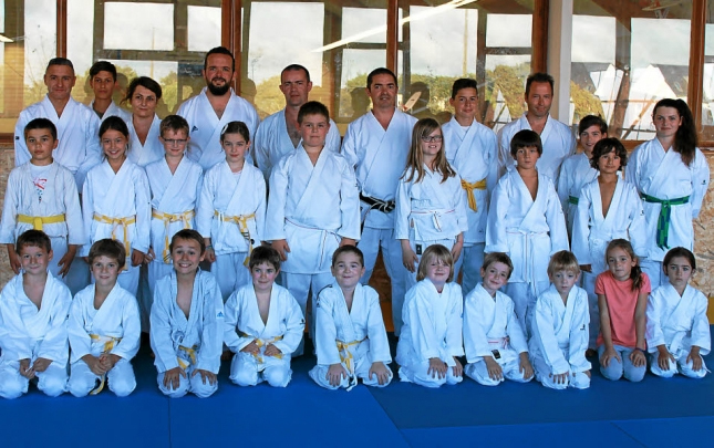 Les cours de karaté pour enfants ont lieu le mardi et le vendredi, de 18 h 15 à 19 h 15, avant enchaîner sur les cours adultes, 19h30 à 21h00.