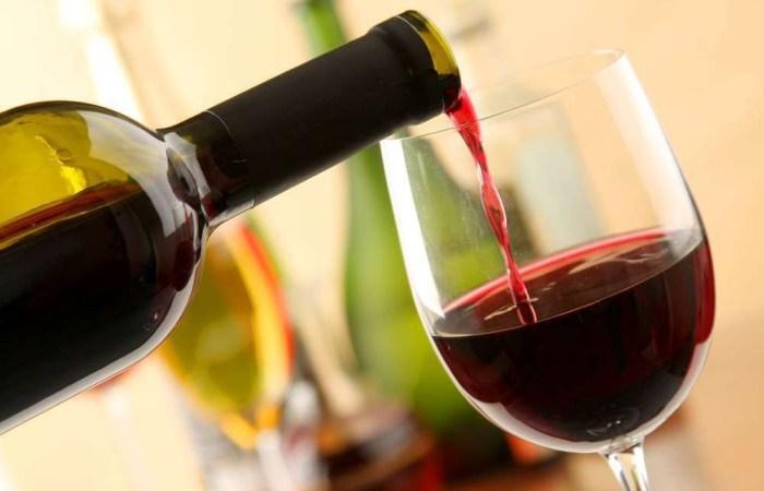 Разрешено красное вино