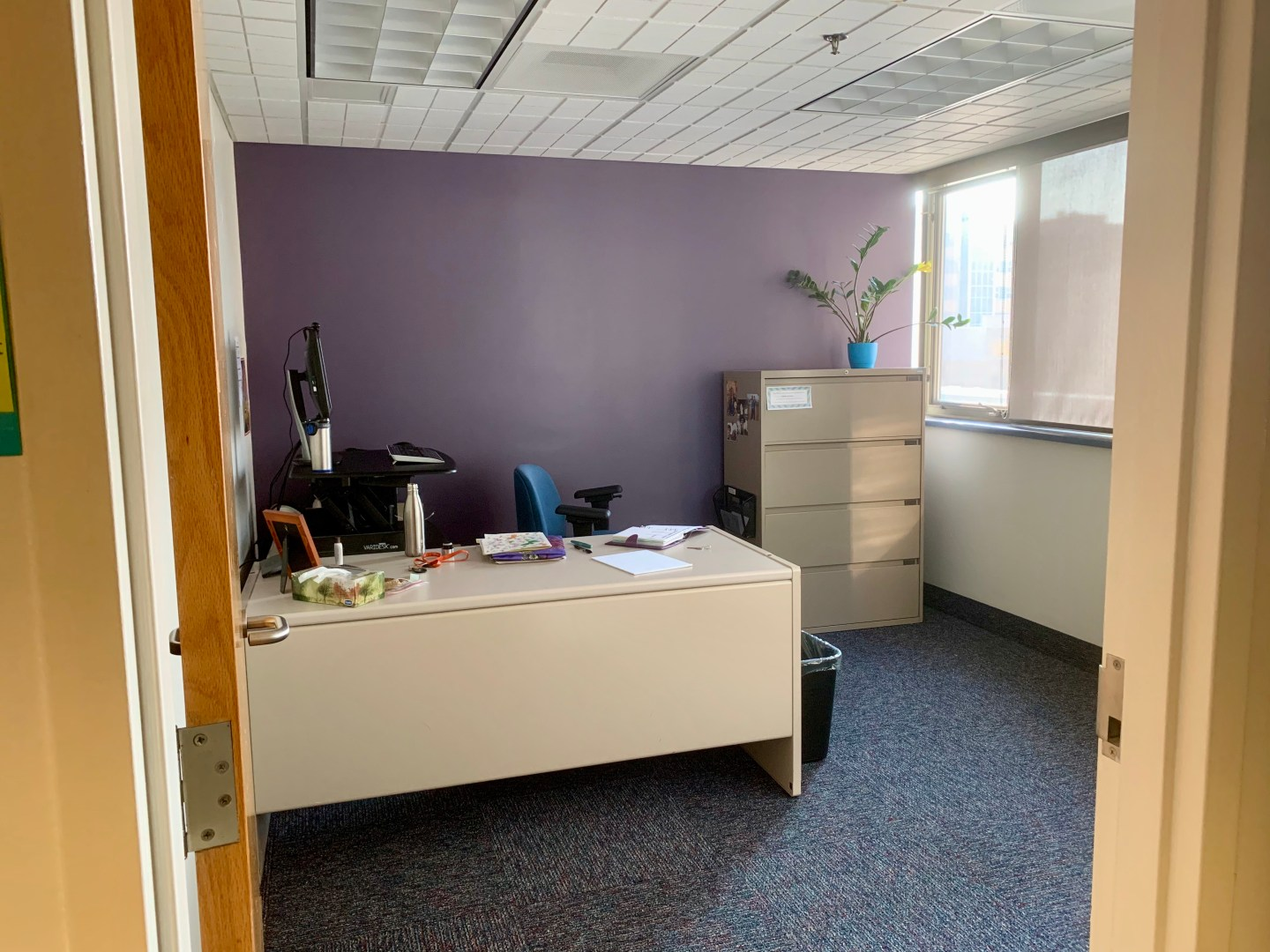 picture of an office