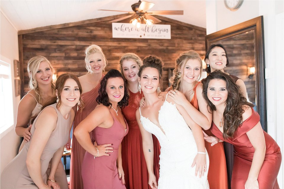 bride and bridesmaids getting ready at Egyptian Hills Resort