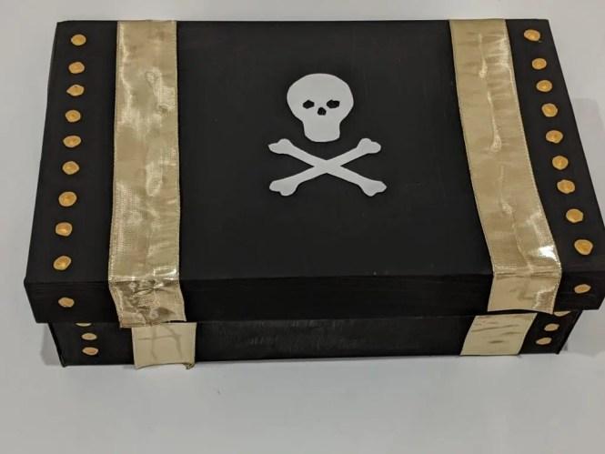 DIY pirate's treasure chest using shoe box