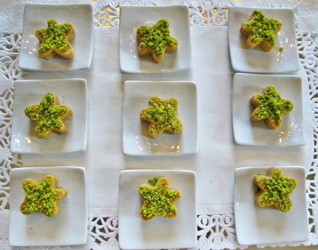 Bereshtook Grilled yellow-pea flour biscuits flavoured with cardamom and sprinkled with ground pistachio.