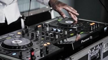 Pemain DJ Profesional