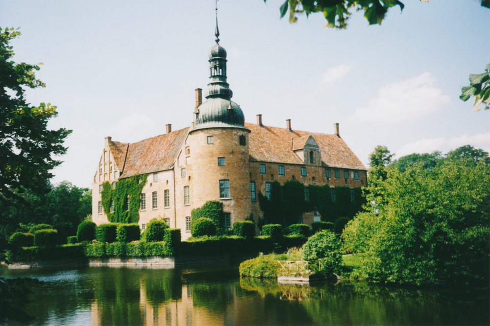 The castle of Trolle-Ljungby – a great place for a banana break.