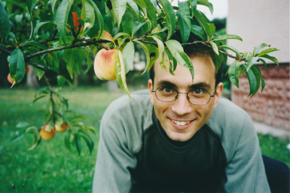 Mirek in his garden, where peaches grew! Quite fantastic, peaches are considered a tropical fruit in Sweden.