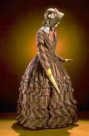 women daily fashions of 1840