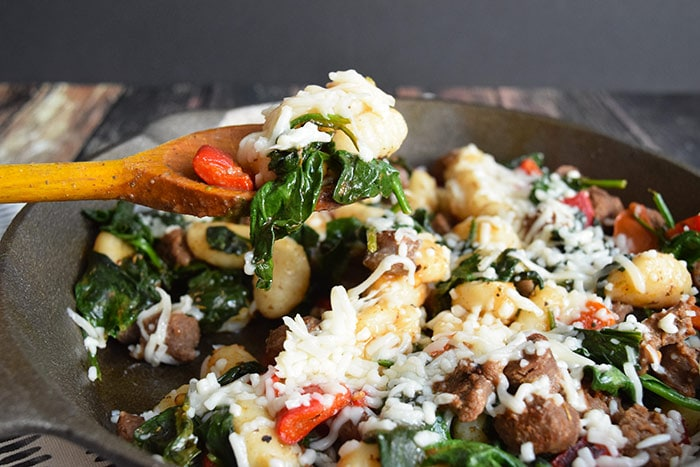 gnocchi met worst, spinazie en geitenkaas - karlijnskitchen.com