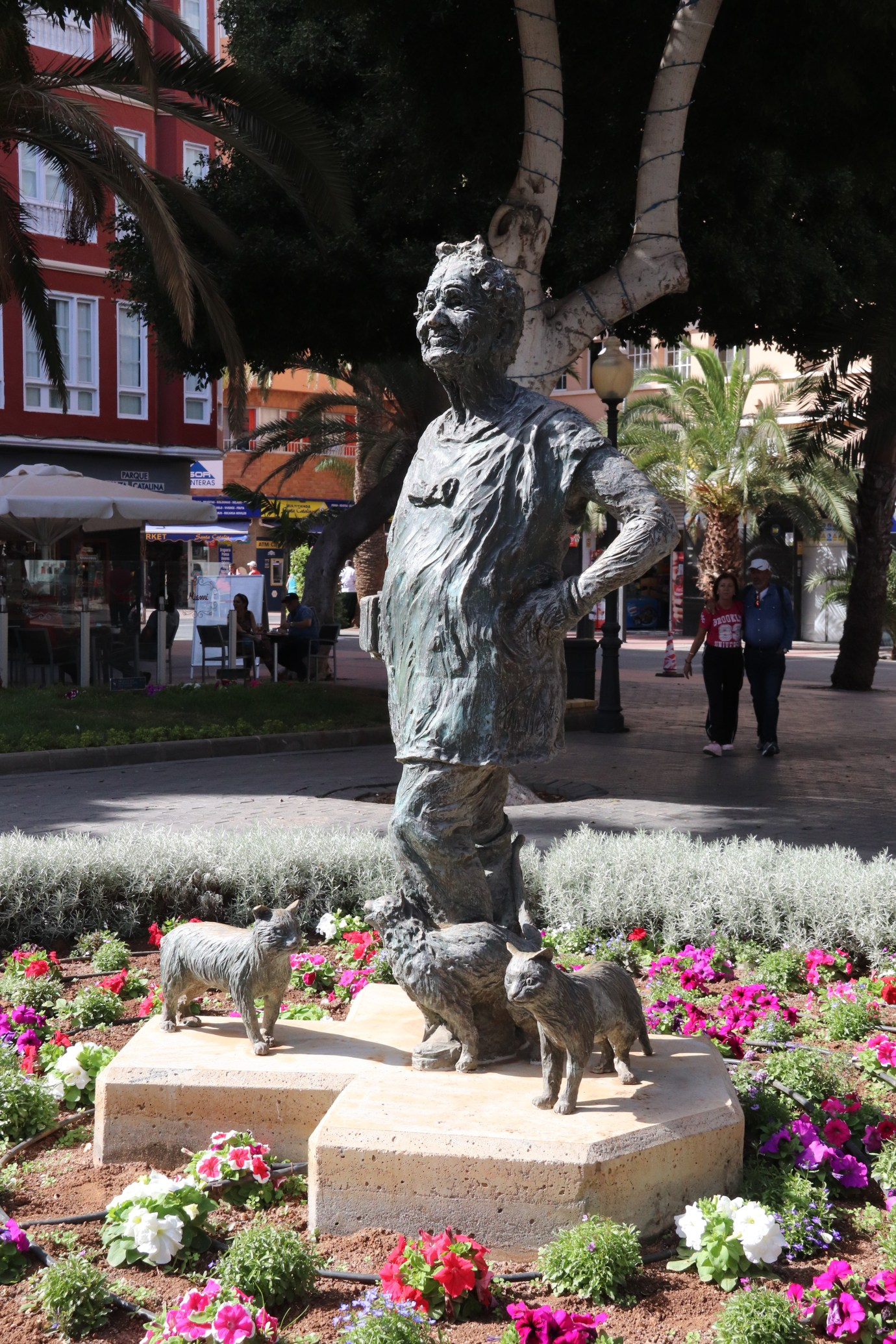a bronze statue of Lolita Plume, an old lady surrounded by cats.