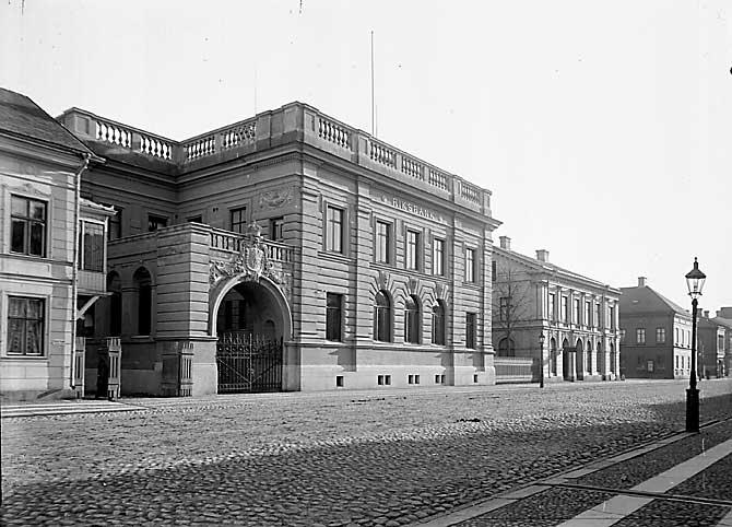 Riksbanken för ombyggnaden. Längre ner Hotell Drott innan påbyggnaderna