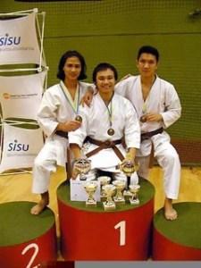 Phuong tillsammans med Henrik Vu och Van Duong Le.