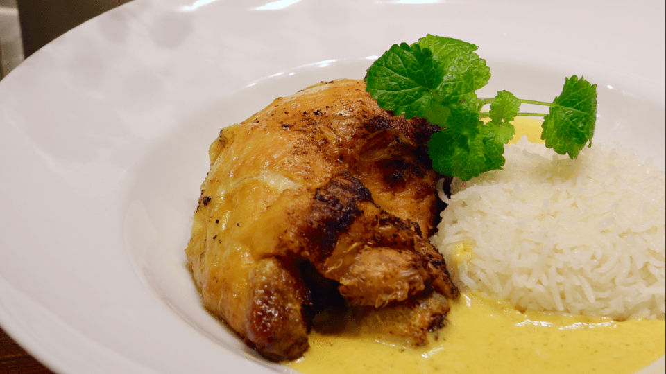 Ugnsbakad majskyckling med gräddig currysås