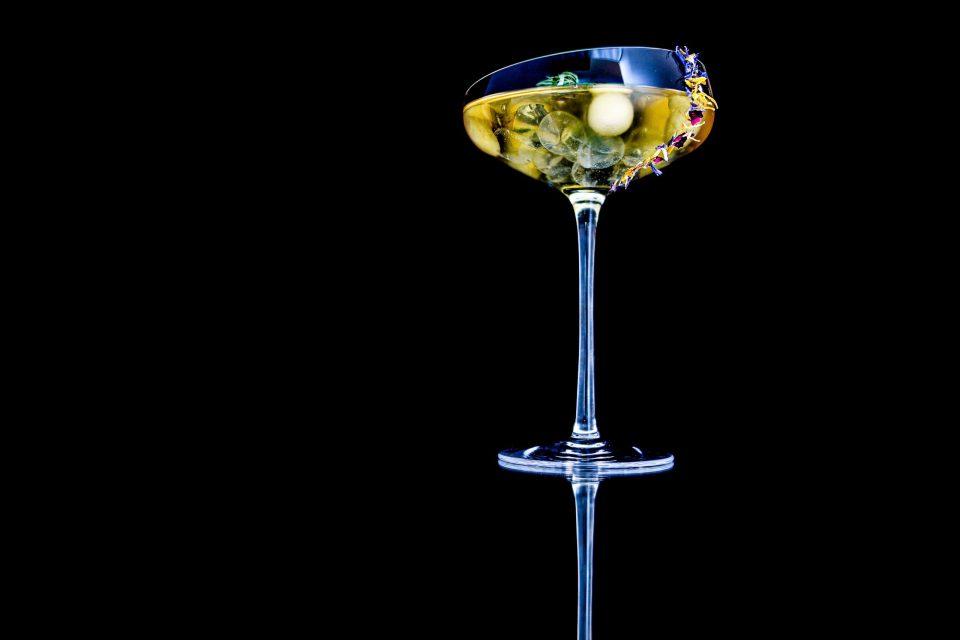 Aquavit, äpple, citron och dill - fredagsdrinken