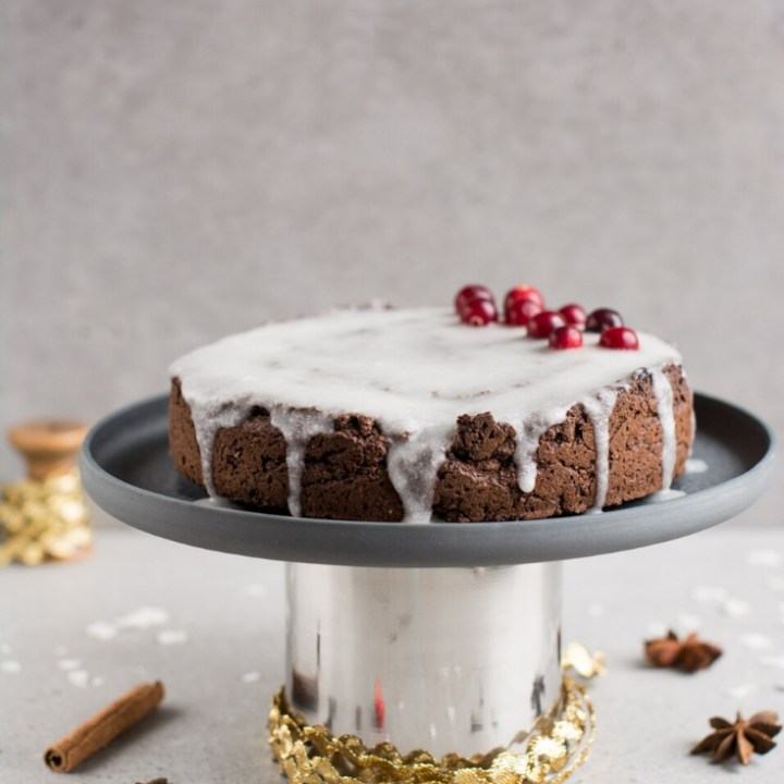 Vegan Gingerbread Cake with Icing