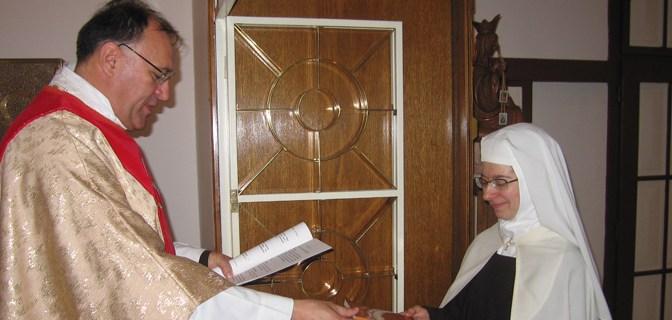 """""""Uzdići svijet k Bogu"""" – prvi zavjeti sestre Marije Jelene u Karmelu u Brezovici"""