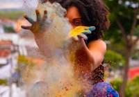 Jak skutecznie zarabiać czyniąc dobre rzeczy: https://www.pexels.com/photo/unrecognizable-black-woman-creating-colorful-dust-during-holi-on-embankment-3738222/