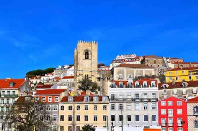 colorful-buildings-lisbon
