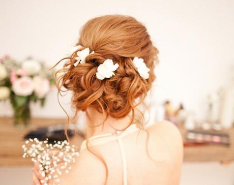 Hochzeitsfrisur romantisch
