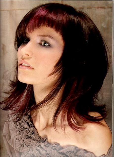 Haarfrisuren mittellang durchgestuft