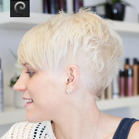 Frisur kurz blond und frech