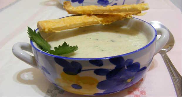 Zellerkrémleves sajtos rúddal recept