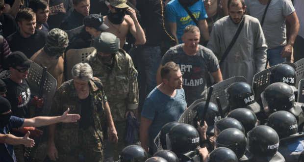 Halálos áldozata is van az ukrán parlament előtti összecsapásoknak