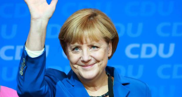 A társadalmi összetartás erősítésére szólított fel Merkel