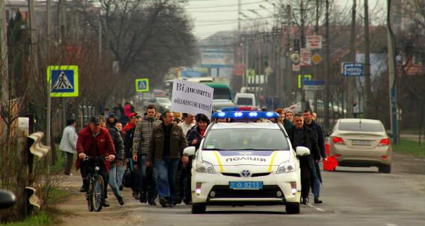 Útlezárással tiltakoztak kárpátaljai pedagógusok