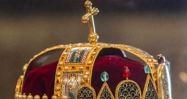A Szent Korona mindig visszatér Magyarországra